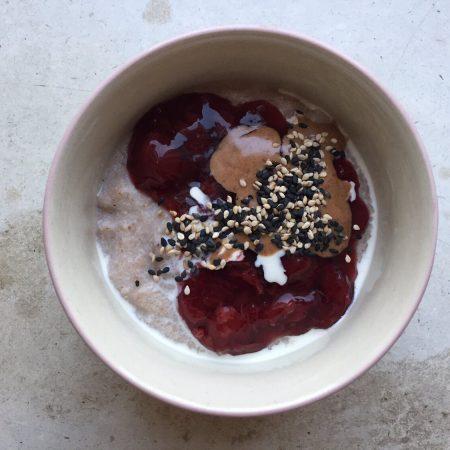 Buchweizen-Creme mit Kirschkompott