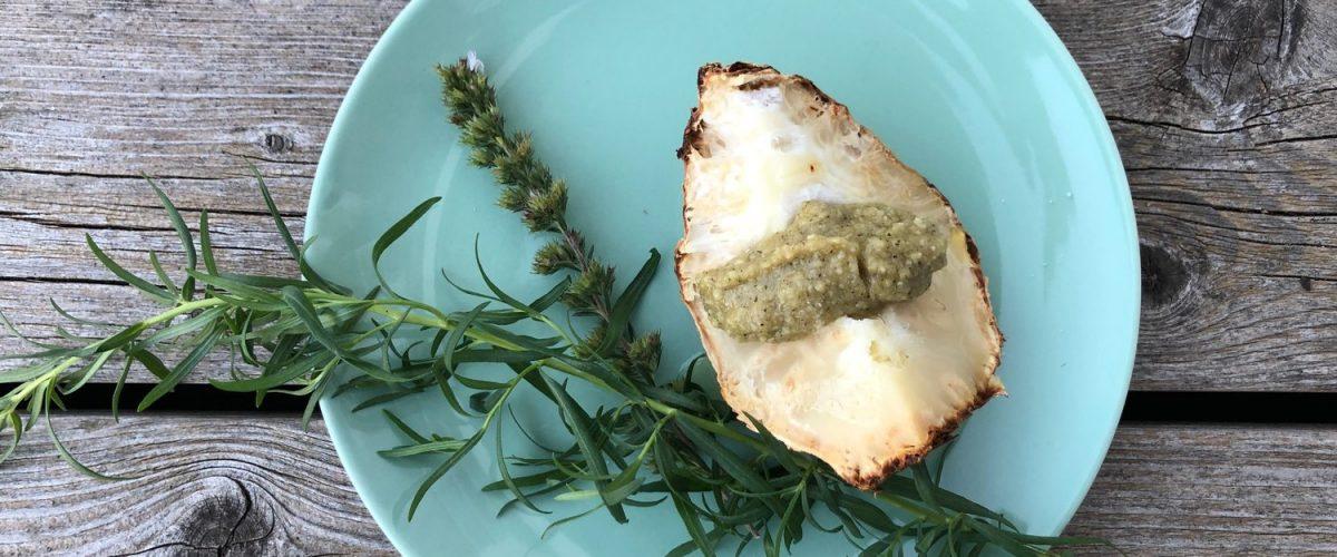 Sellerie aus dem Rohr mit Petersil-Mandel-Pesto