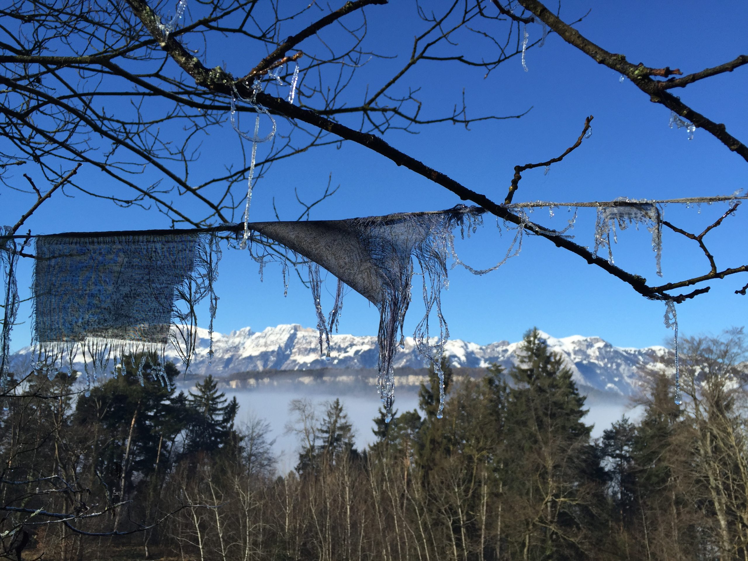 Gebetsfahnen_Winter_Berge