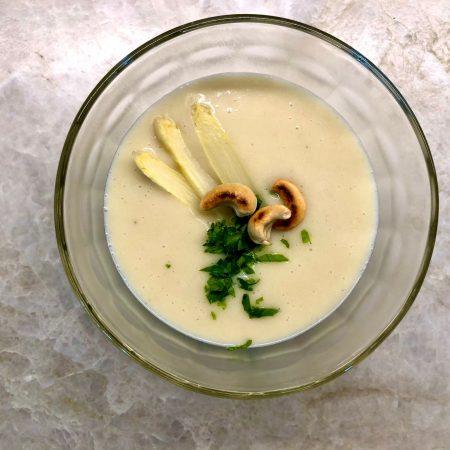 Leichte Spargel-Cashew-Creme-Suppe (vegan)